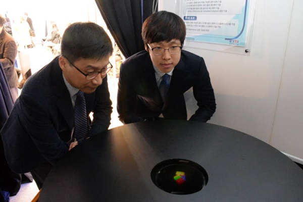 researchers from ETRI's research team are demonstrating tabletop holographic display at Creative Economy Exposition that was held last year.